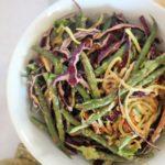 Zucchini-Salat mit Erdnusssauce