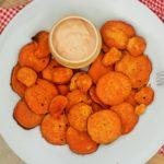 Süßkartoffelchips mit Togarashi und Mayo-Dip-Sauce