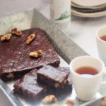 Zuckerfreier Thymian und Schokoladenbrownie mit Walnüssen