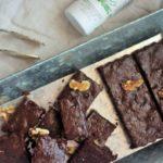Zuckerfreier Schokoladenbrownie mit Thymian Olivenöl