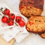 Glutenfreies Tomatenbrot mit Azada Oregano Olivenöl