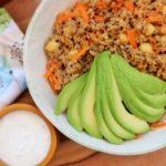 Quinoasalat mit Kräuter und Gebratenem Gemüse, Joghurt und Harissa