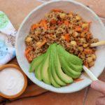 Quinoasalat mit Joghurt, Harissa und Azada's Olivenöl